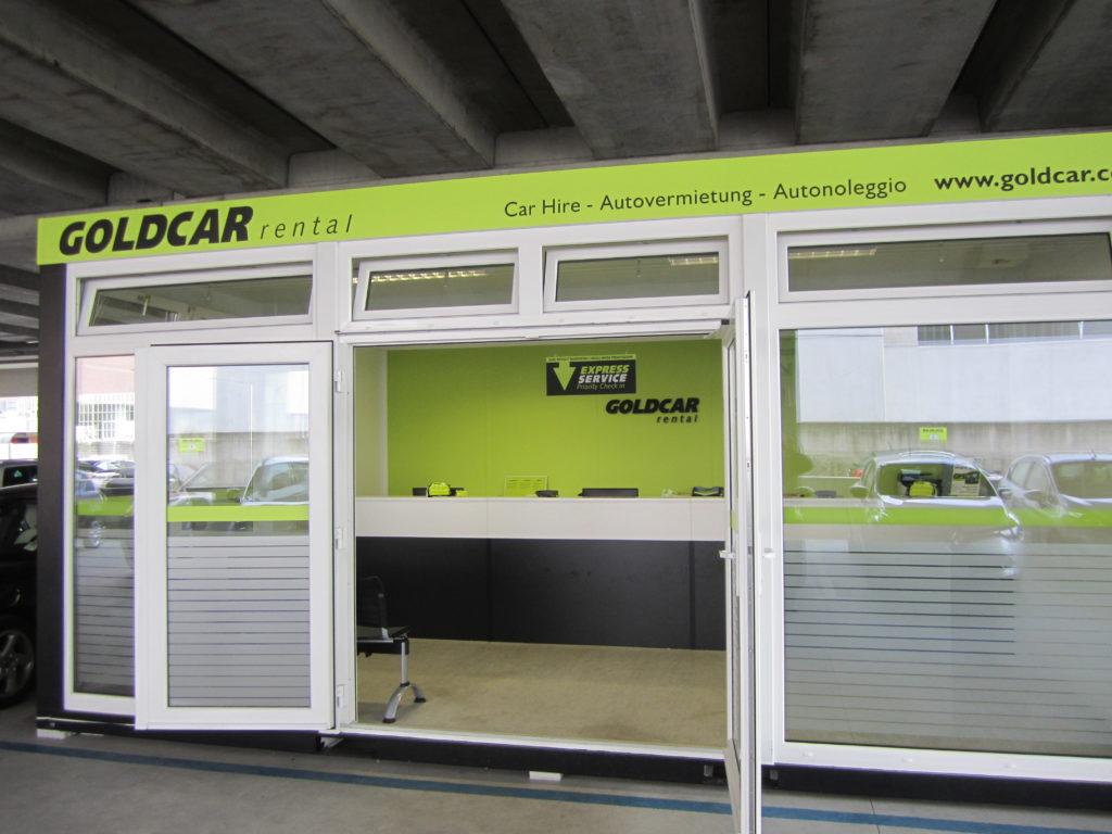 Autovermietung Goldcar Flughafen Bergame Anlage Fixverglasung (1)
