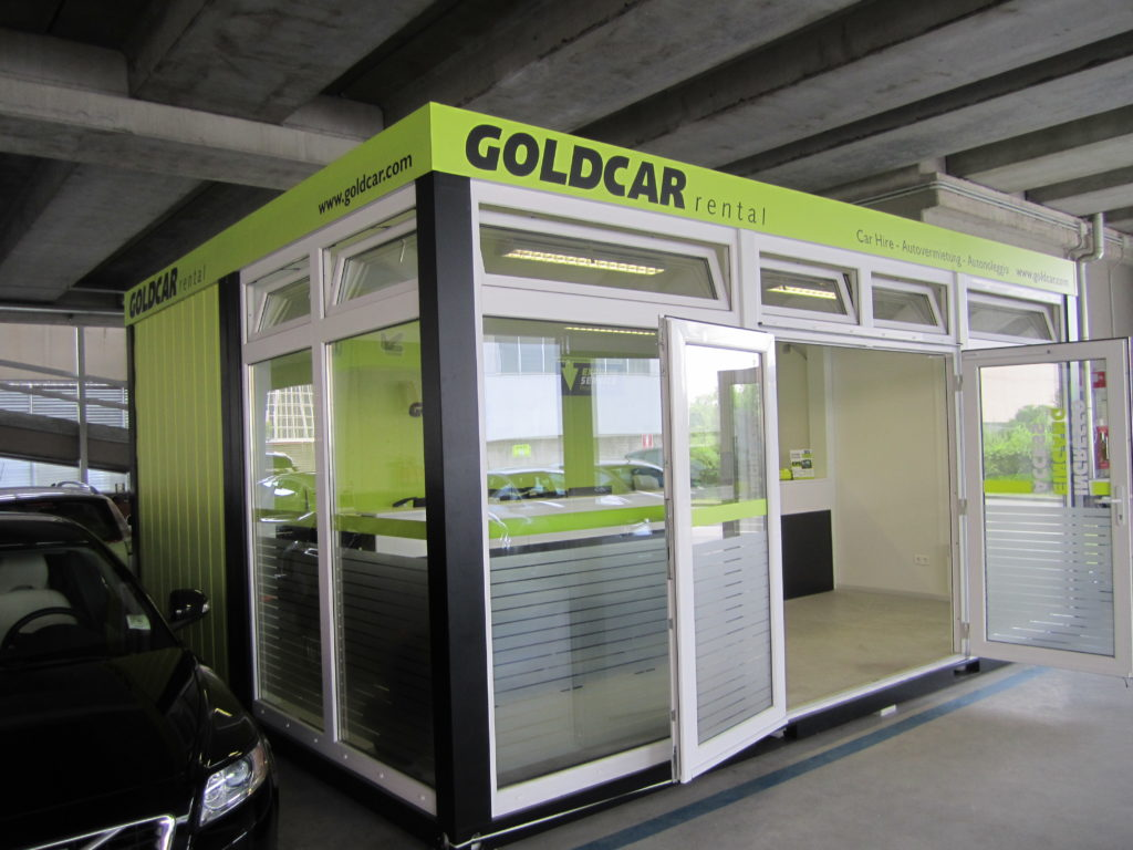 Autovermietung Goldcar Flughafen Bergame Anlage Fixverglasung (2)